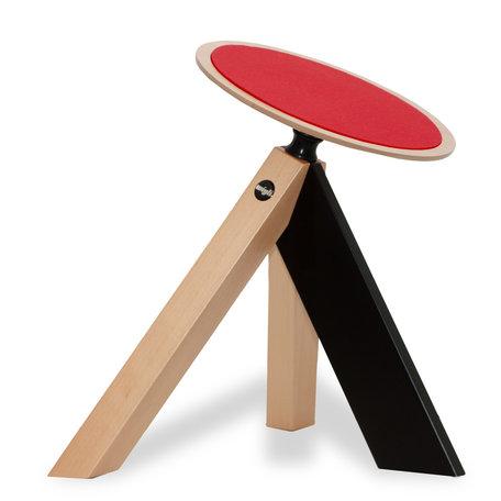 Un tabouret oscillant ergodynamique avec assise en feutre